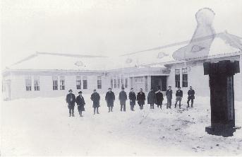 最初に建てられた庁舎(昭和8年)